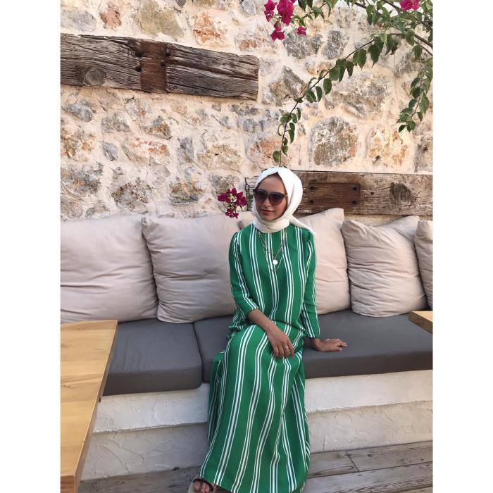 Yeşil Boydan Çizgili Uzun Bayan Elbise