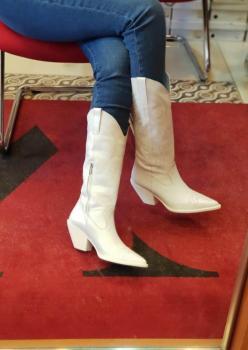 Bayan Western Beyaz Kışlık Bot