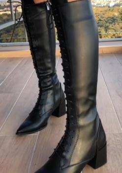 Bağcıklı Siyah Çizme