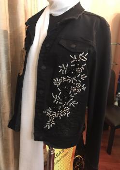 Kısa Siyah İşlemeli ve Püskül Detaylı Kot Ceket