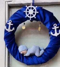 Amigurumi El Örmesi  Bebekli Çapa ve Dümen Detaylı Mavi Kapı Süsü