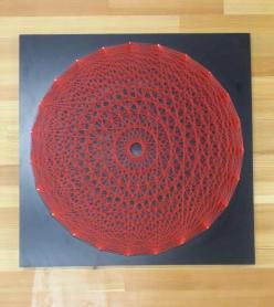 Stringart Filografi Sanatından Kırmızı Renkli Mandala Tablo